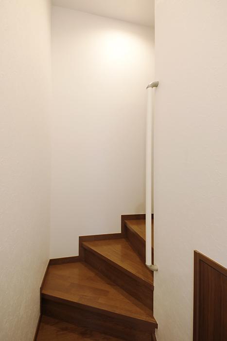 【RadIAnceさくら(レイディエンスさくら)】3階_4階への階段_MG_1274