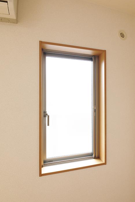 【センキ3】_2階_LDK_キッチンそばの窓_MG_0022