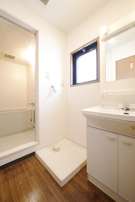 【ジュネス・5・栄】_3B号室_水回り_独立洗面台・室内洗濯機置き場_バスルーム_MG_2052
