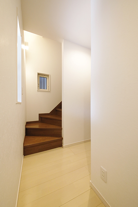 【RadIAnceさくら(レイディエンスさくら)】1階_玄関から廊下を進みます_MG_0556