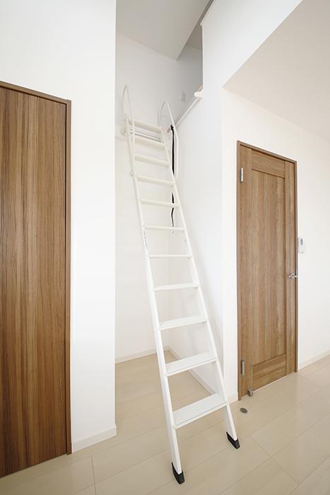 【RadIAnceさくら(レイディエンスさくら)】3階_洋室(4.83帖)_ロフトの階段_MG_1100