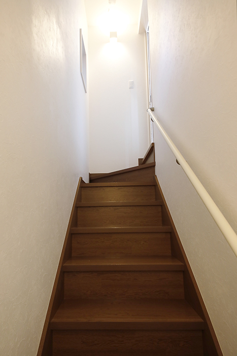 【RadIAnceさくら(レイディエンスさくら)】1階_2階への階段_MG_0761