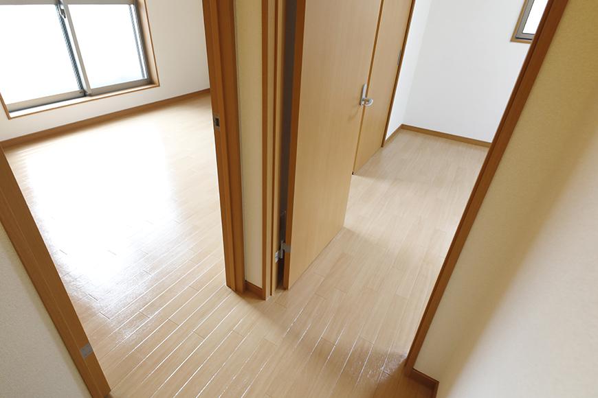 【センキ3】_3階_二枚のドアはそれぞれの洋室へ_MG_0265
