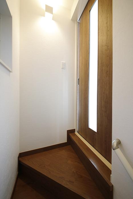 【RadIAnceさくら(レイディエンスさくら)】2階_LDKへのドア_MG_0769