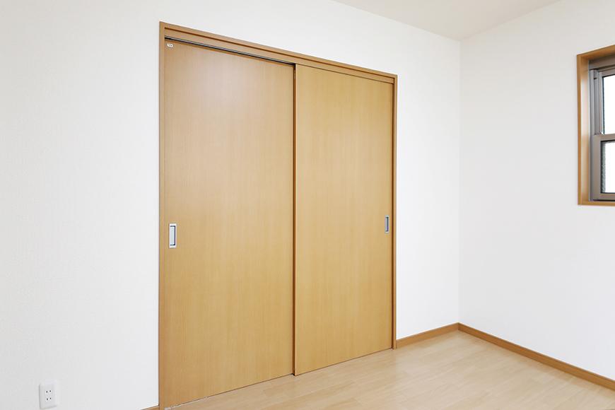 【センキ3】_3階_洋室2(6.02帖)_洋室1へのドア_MG_0165
