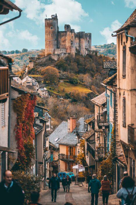 路地の先の古城