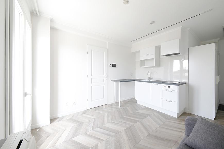 床がヘリンボーン柄のお部屋になります。上品な雰囲気です。_MG_5067