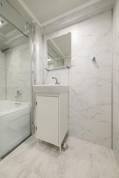 最後にサニタリールームのご紹介です。洗面とバスルーム、トイレが一体となったホテルライクなサニタリールームです。_MG_5399