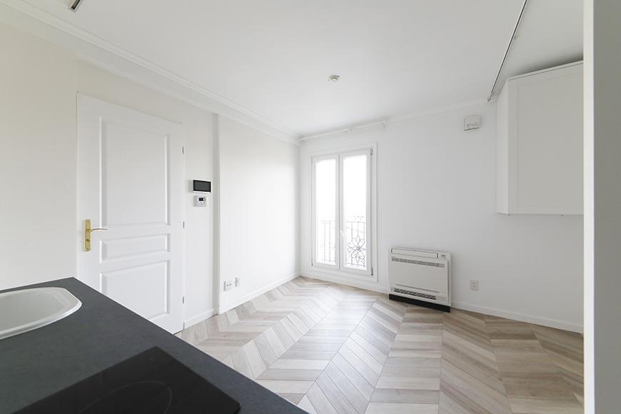 ヘリンボーン柄の床が洒落ています。_MG_5651