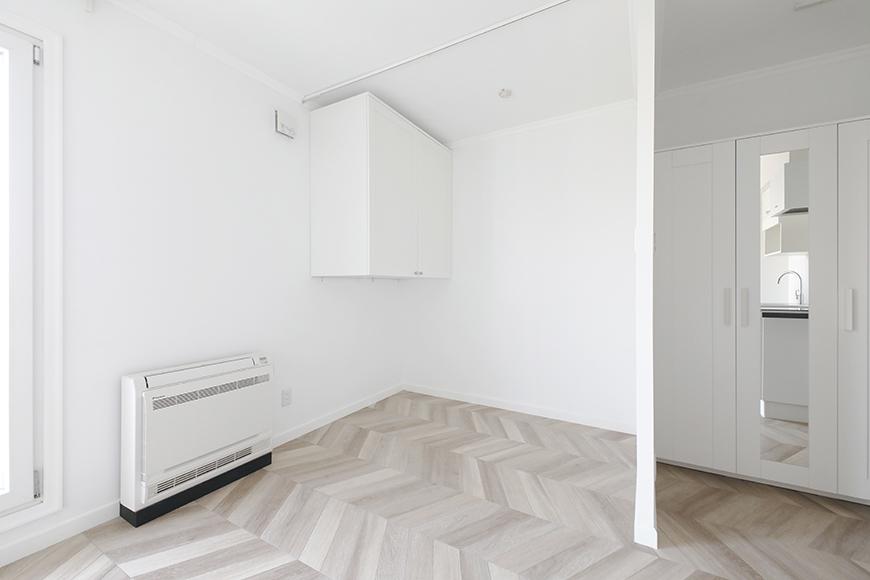 ベッドスペースの壁面には、備え付けの収納ボックスがあります。_MG_5702