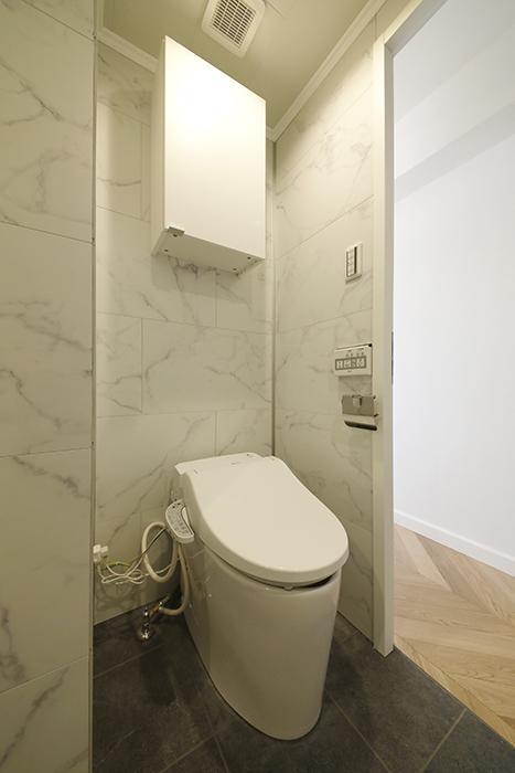 402号室同様、トイレには間仕切り壁があります。_MG_6211