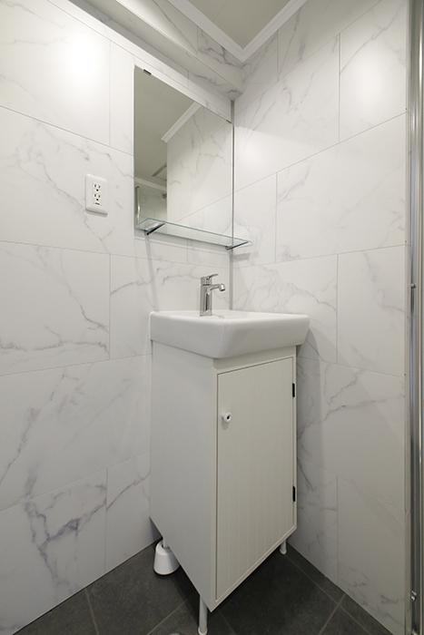 洗面化粧台は、シンプルなタイプです。_MG_6229