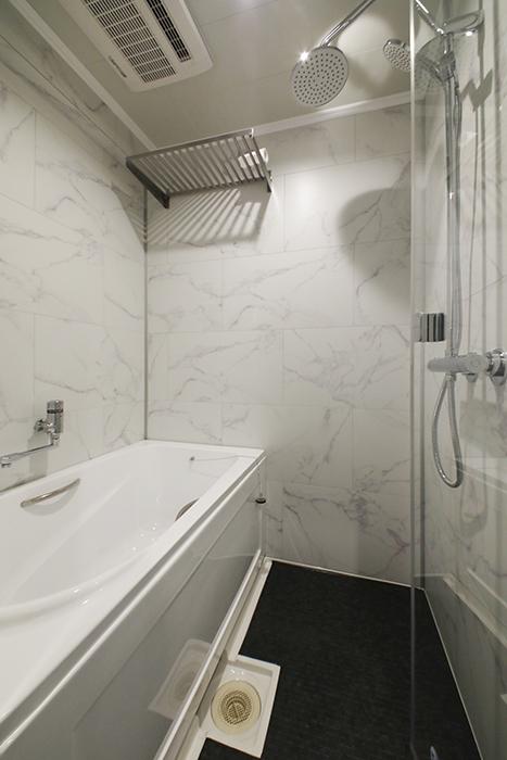 他のタイプのお部屋同様、洗面とバスルーム、トイレが一体となったホテルライクなサニタリールームです。_MG_6255