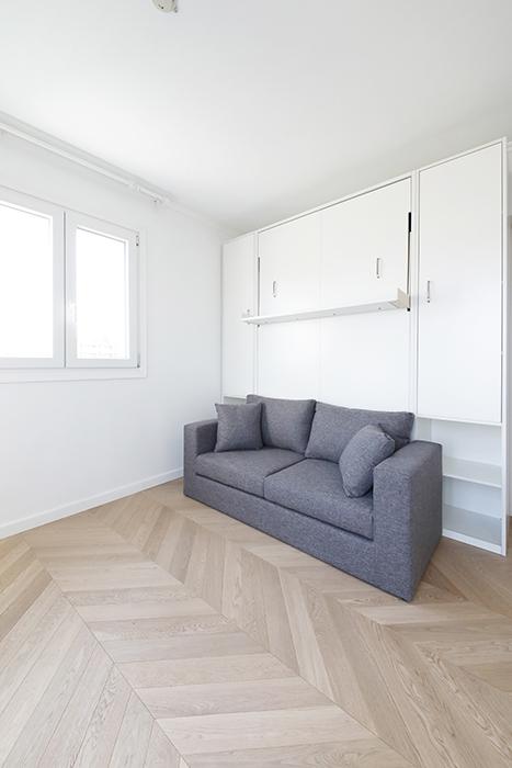 """壁面収納式""""マーフィーベッド"""":ソファーとして使う状態です。_MG_6386"""