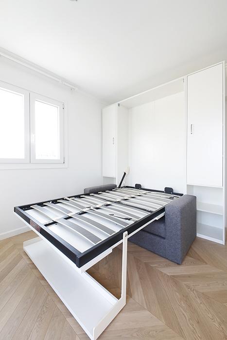 """壁面収納式""""マーフィーベッド"""":ベッドとして使う状態です。実際にはマットレスを敷いて使います。_MG_6392"""