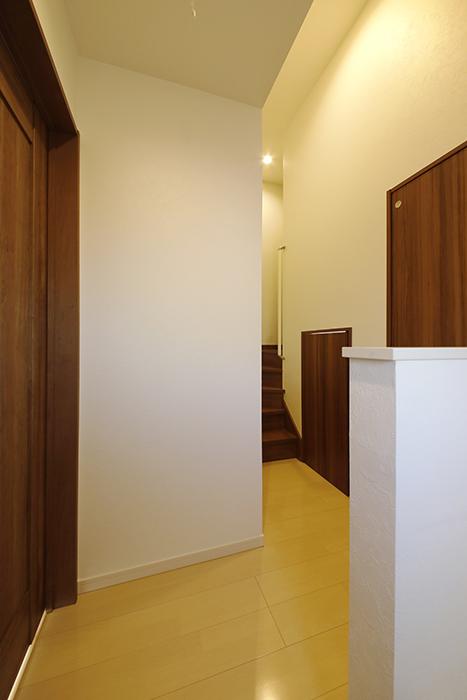 【RadIAnceさくら(レイディエンスさくら)】3階_廊下部分_各お部屋へのドア_MG_1037