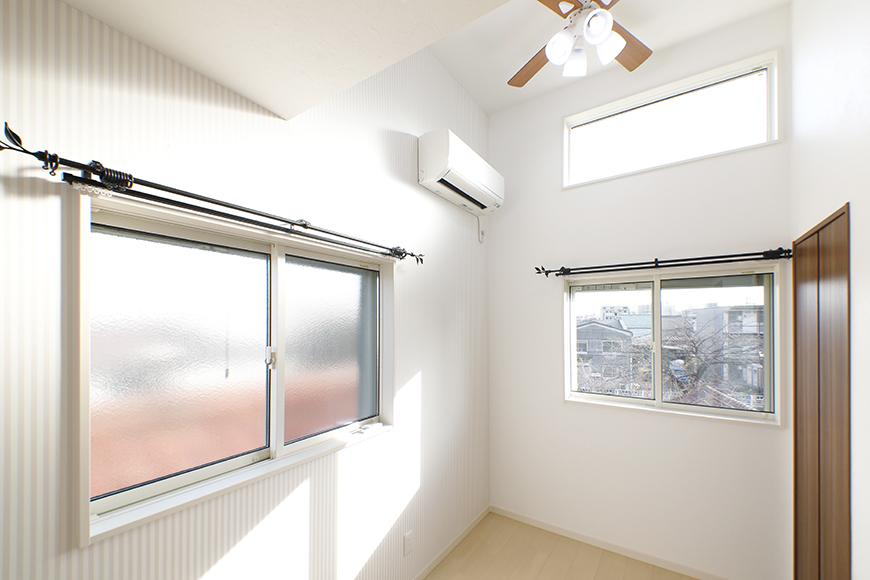 【RadIAnceさくら(レイディエンスさくら)】3階_洋室(4.83帖)_二枚の窓でとっても明るい空間です_MG_1154