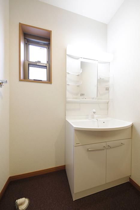 【センキ3】_2階_サニタリースペース(水回り)_独立洗面台と室内洗濯機置き場_MG_9855