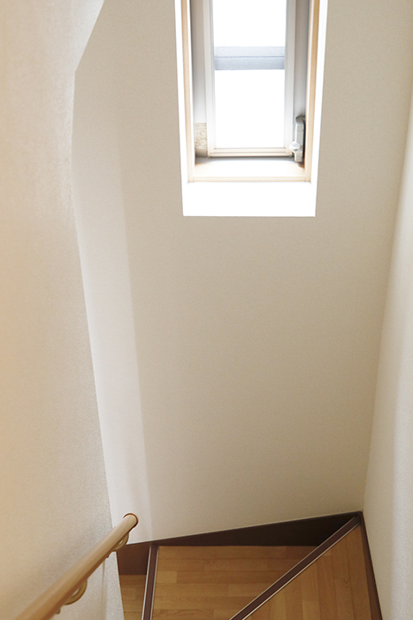 【センキ3】_2階_階段踊り場の明り取り窓_MG_0282