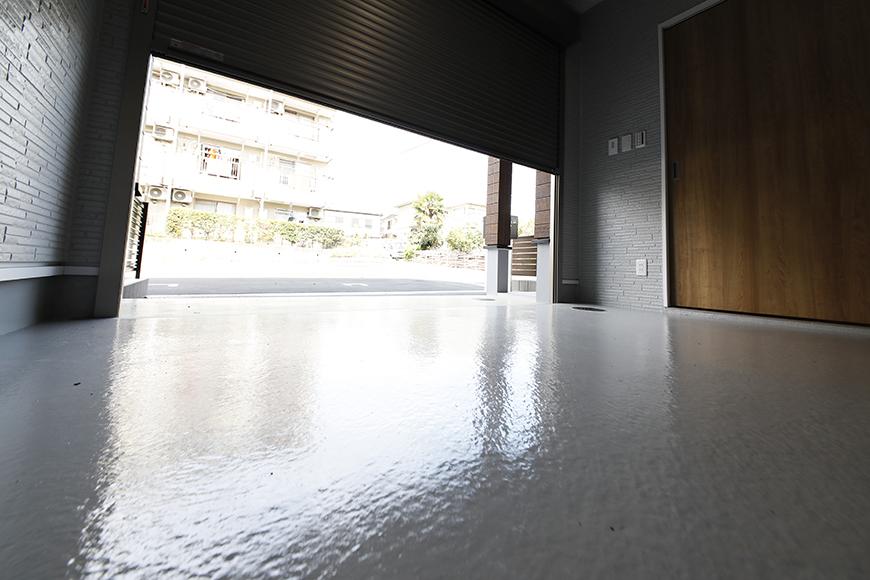 【Mon espace(モンエスパス)】A号室_ガレージ_シャッター開閉イメージ_MG_9249