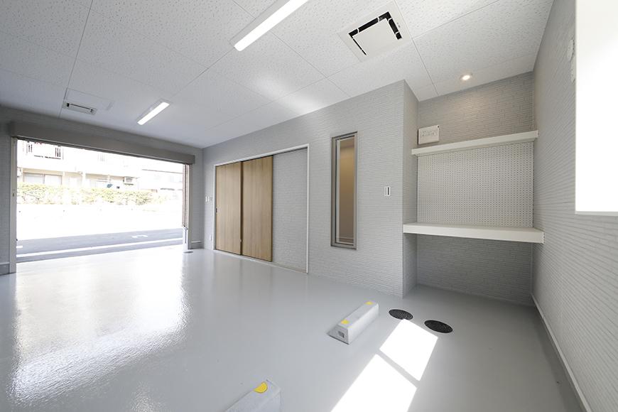 【Mon espace(モンエスパス)】A号室_ガレージ_全景_シャッターOPEN!_MG_9210