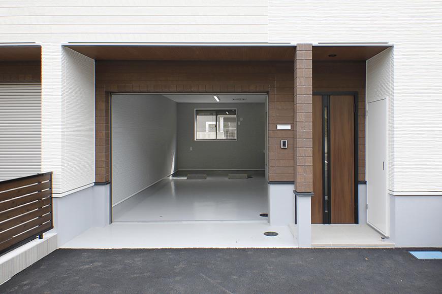 【Mon espace(モンエスパス)】B号室_外観_ガレージ周り_シャッターOPEN!_MG_9831