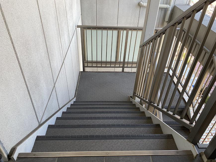 ライジング泉H・Mビル 階段