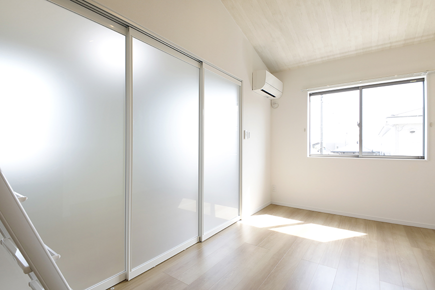 【Mon espace(モンエスパス)】A号室_2階_LDK_洋室との仕切りのドアをCLOSE_MG_9572