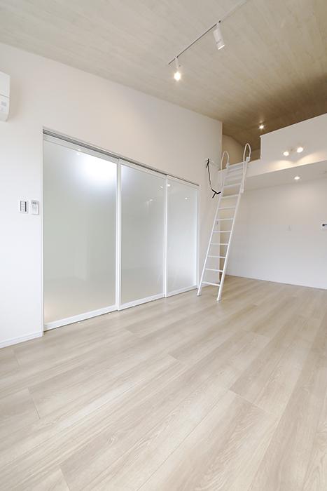 【Mon espace(モンエスパス)】B号室_2階_LDK_ロフトもある抜群の天井高_MG_0017