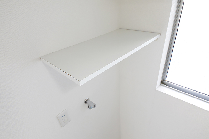 【山幸ビル】203号室_水回り_室内洗濯機置き場_頭上の棚_MG_3151