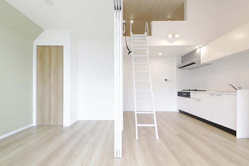 【Mon espace(モンエスパス)】B号室_2階_LDKと洋室の境界_MG_9986