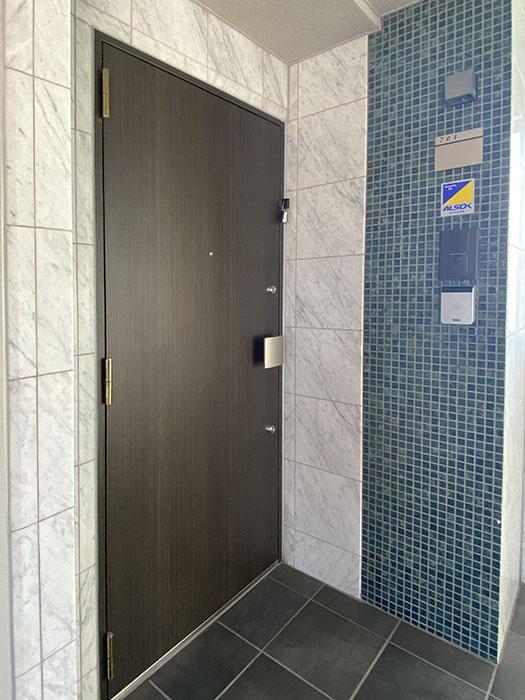 ライジング泉H・Mビル 玄関ドア