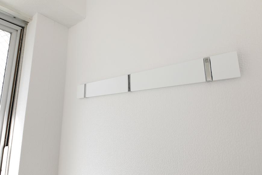 【山幸ビル】203号室_洋室_窓際にハンガー用のフックあります_MG_3213