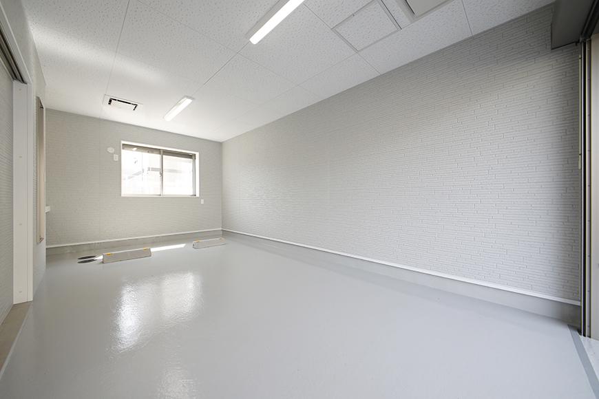 【Mon espace(モンエスパス)】A号室_ガレージ_全景_シャッターOPEN!_MG_9201