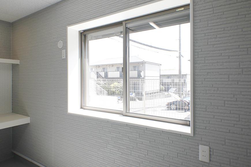 【Mon espace(モンエスパス)】A号室_ガレージ_窓_MG_9145