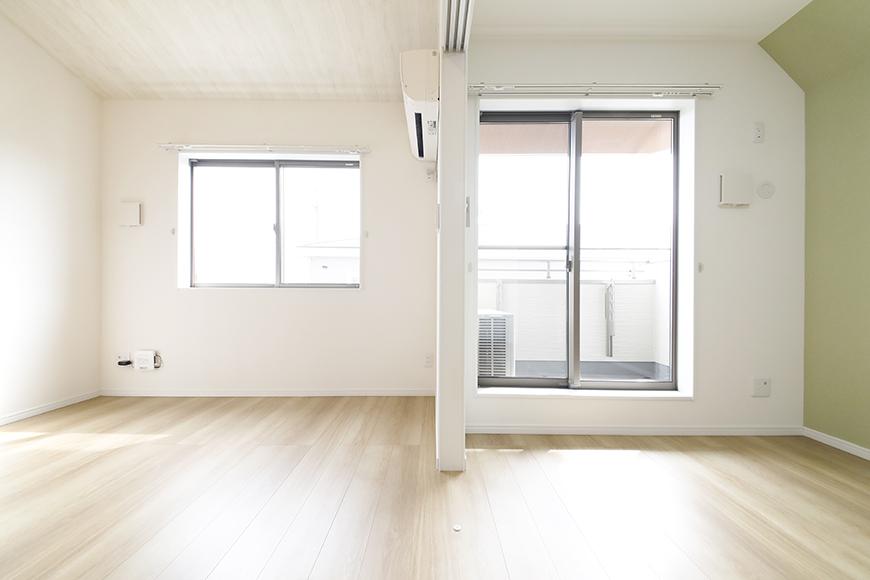 【Mon espace(モンエスパス)】B号室_2階_LDKと洋室の境界_MG_9991