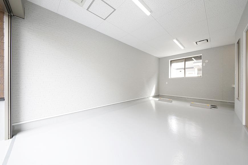 【Mon espace(モンエスパス)】B号室_1階_ガレージ_全景_シャッターOPEN!_MG_9796