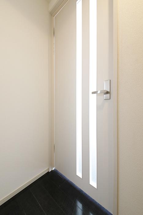 【山幸ビル】203号室_玄関周り_洋室へのドア_MG_3058