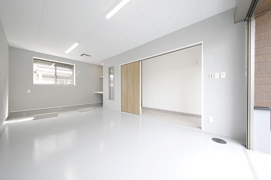 【Mon espace(モンエスパス)】B号室_1階_ガレージ_全景_シャッターOPEN!_MG_9791
