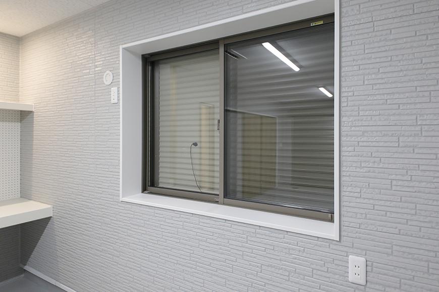 【Mon espace(モンエスパス)】A号室_ガレージ_窓_MG_9141