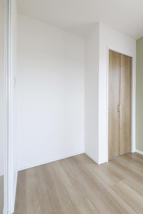 【Mon espace(モンエスパス)】A号室_2階_洋室_クローゼット収納まわり_MG_9618