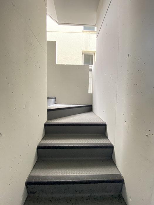 ザ・ハウス岩塚 階段