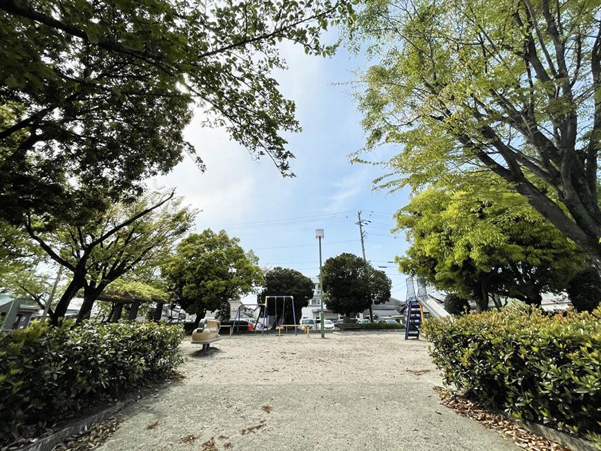 シャーウッド87_前公園