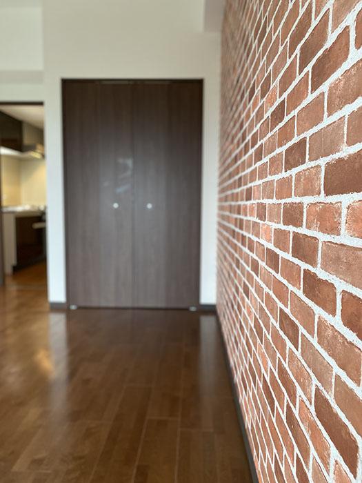 ドゥナーレ畑江通 603レンガの壁