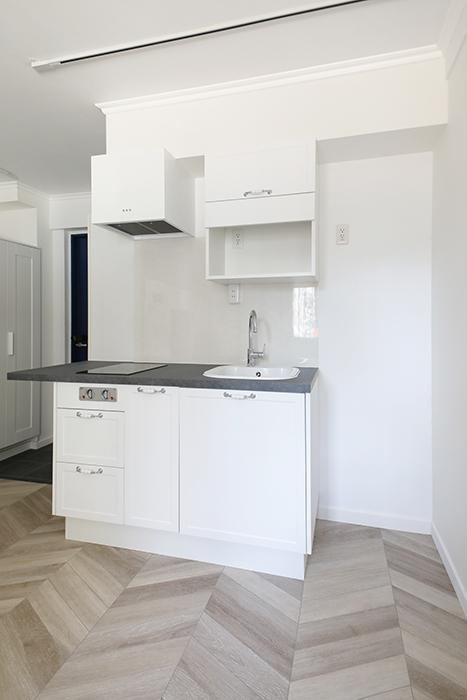 キッチンはコンパクトなタイプです。_MG_4514