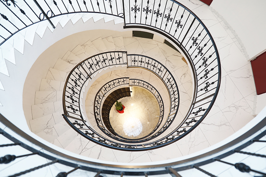 上階からホールを見下ろした様子_MG_6953