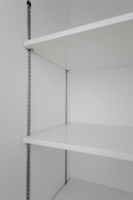 【泉ロイヤルビル】6B号室_LDK_キッチン近くの収納_MG_4099