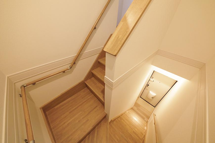 【アーブルフレール】B棟_206号室_階段途中から一枚_MG_2887