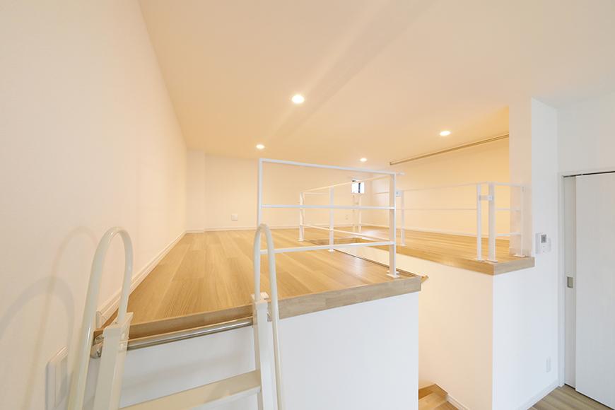 【アーブルフレール】B棟_206号室_ロフトへの階段途中から一枚_MG_3064
