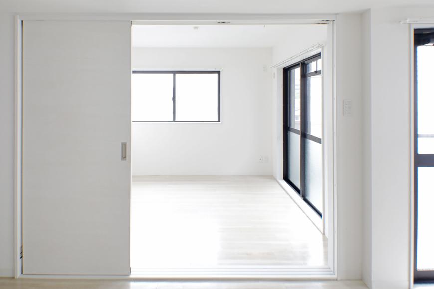 【泉ロイヤルビル】5C号室_LDKから隣の洋室へ_MG_4639